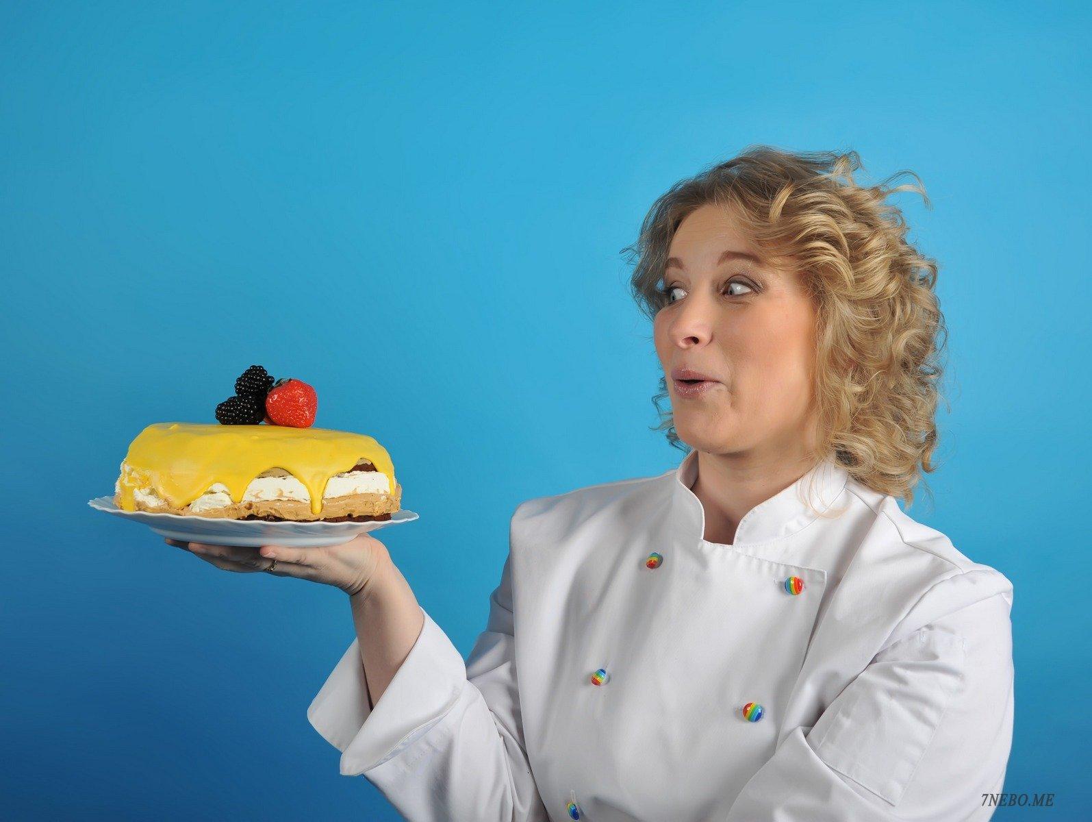 Украшение тортов на дому - идеальная работа для мам в декрете