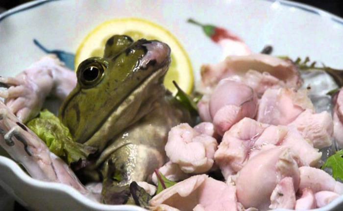 Блюдо из живой лягушки